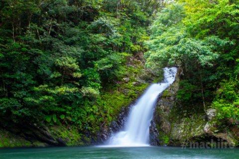 奄美大島の見どころ 奄美フルーツファーム マテリヤの瀧写真
